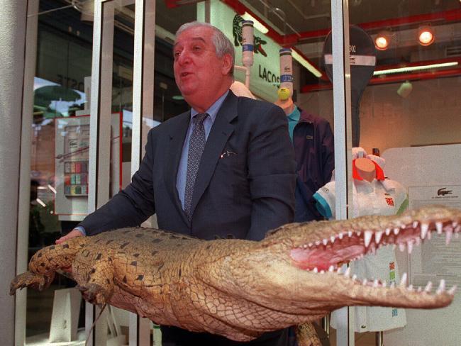 lich-su-but-crocodile-3